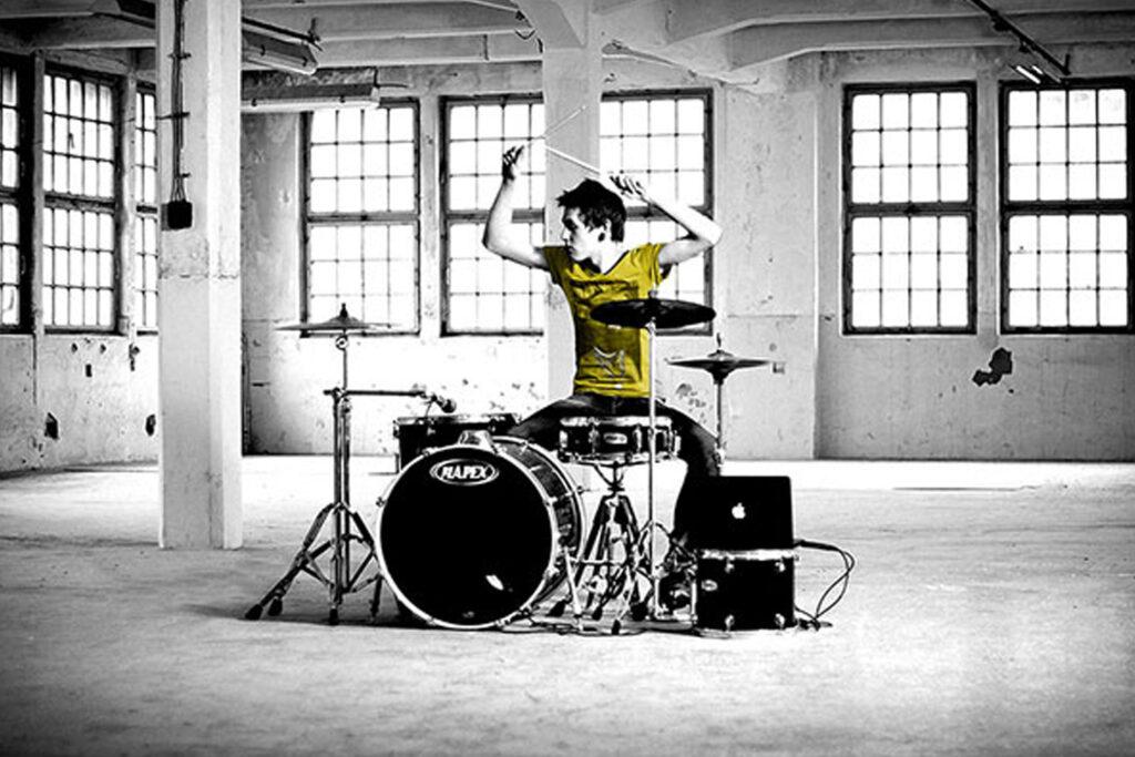Drummer in Loods