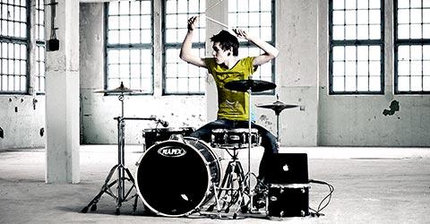 DRUMSCHOOL | Wil jij drummer worden? Jong of oud, van beginner tot gevorderde wij leren jou de vetste Grooves en Drumfills! Drumles door professionele docenten uit het werkveld die aansluiten op jou wensen, beleving en speelniveau. We live Groovability! | te Oisterwijk at Groovability.nl